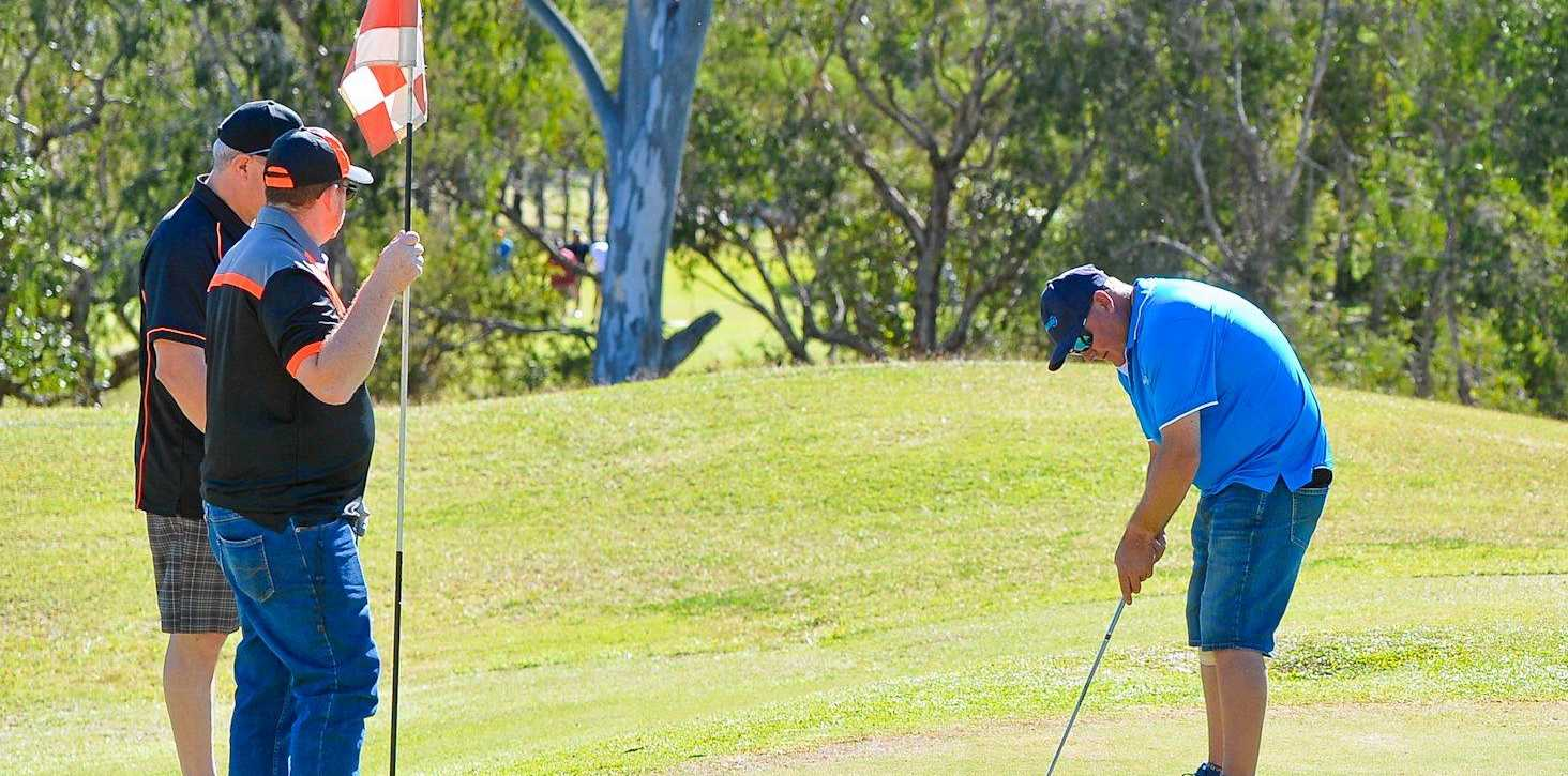 TEE OFF: Kevin Curtis hits the final putt of the day at the 2017 Gladstone Engineering Alliance charity golf day.
