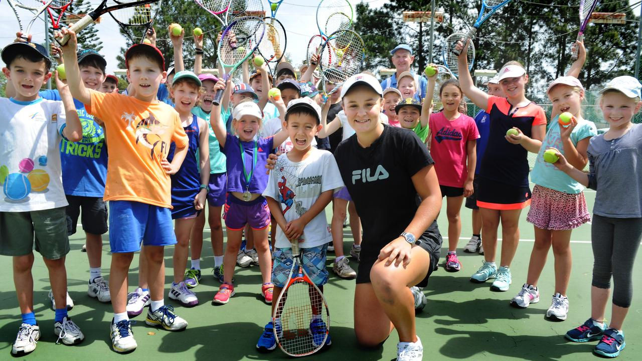 Barty with kids at the West Brisbane Tennis Centre during her break. Picture: Patria Jannides
