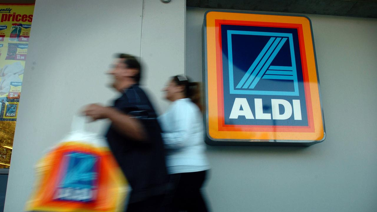 An Aldi had to be evacuated after a bomb scare had a team rushed to the location.
