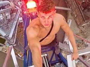 Daredevil climber's death-defying stunt