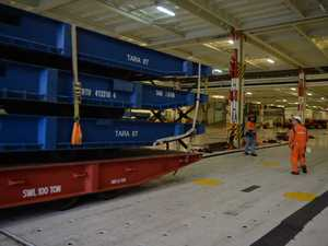 How quickly can a 14 storey cargo carrier be unloaded?