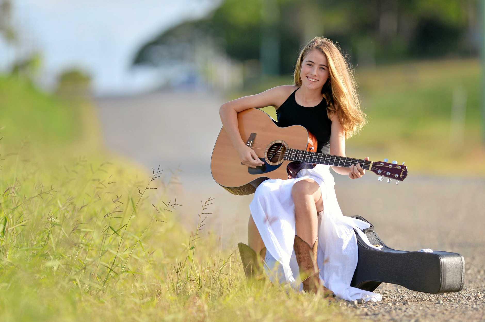 Country music star Bella Mackenzie, 13 is off to Tamworth