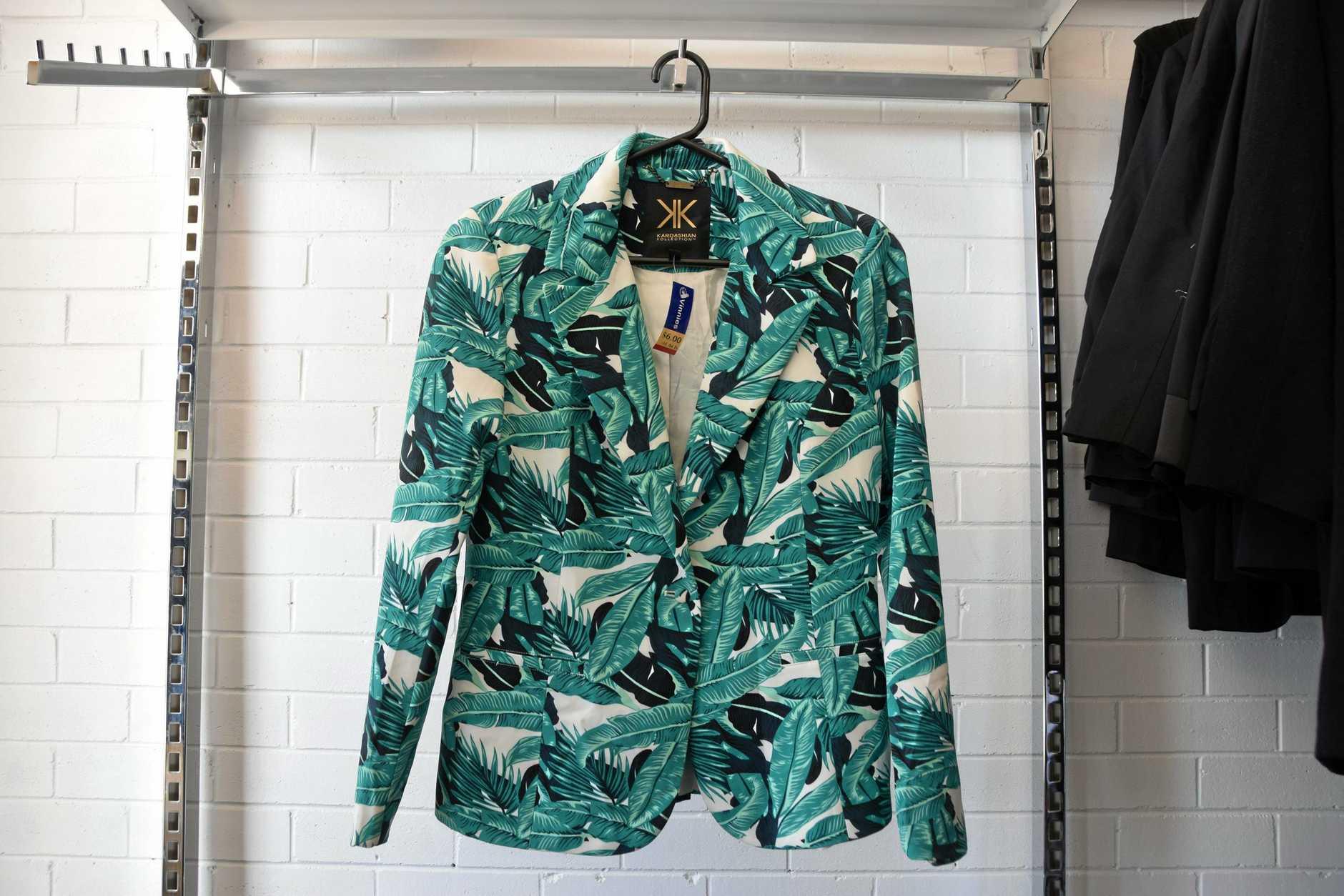 Vinnies Kim Kardashian tropical blazer size AU10 $6