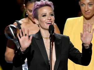 US star suffers wardrobe malfunction
