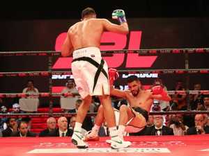 Khan KOs Aussie Dib on 'bizarre' night