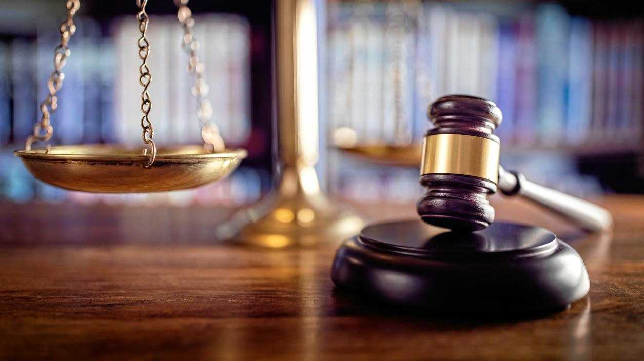 The use of an allegedly damaged excavator has led to an employer being sued for more than $800,000.