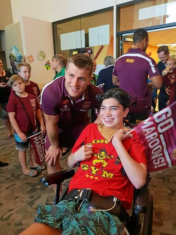 A 'positive' Jarrah Jones meeting Maroons forward Jai Arrow at the Queensland Children's Hospital.