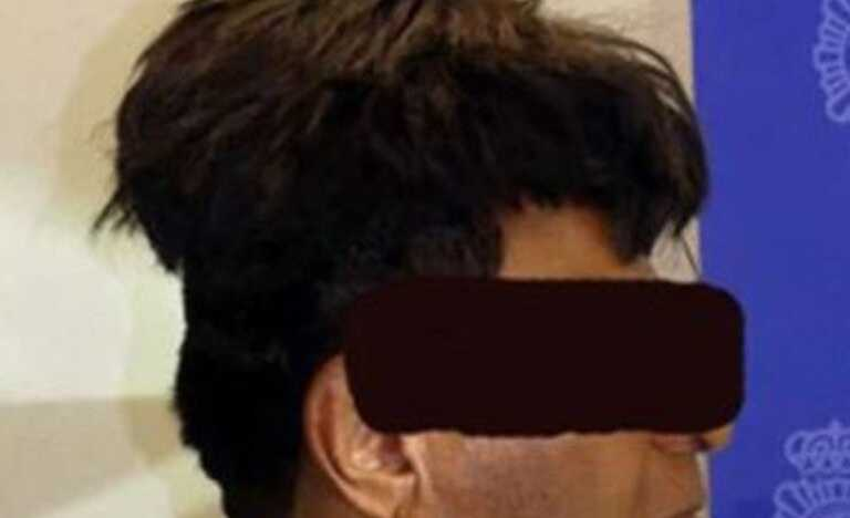 The unusual size and height of the man's wig was reason for suspicion. Source: Twitter/POLICIA NACIONAL