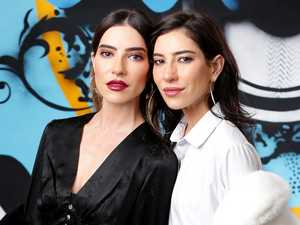 Veronicas deny being removed from plane over bag row