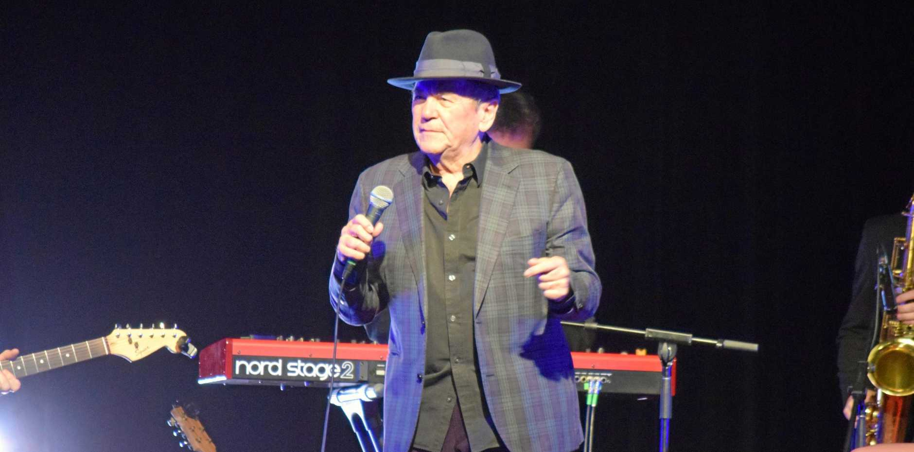 Glenn Shorrock performing this set at the Help is on its Way Tour 17/07/2019