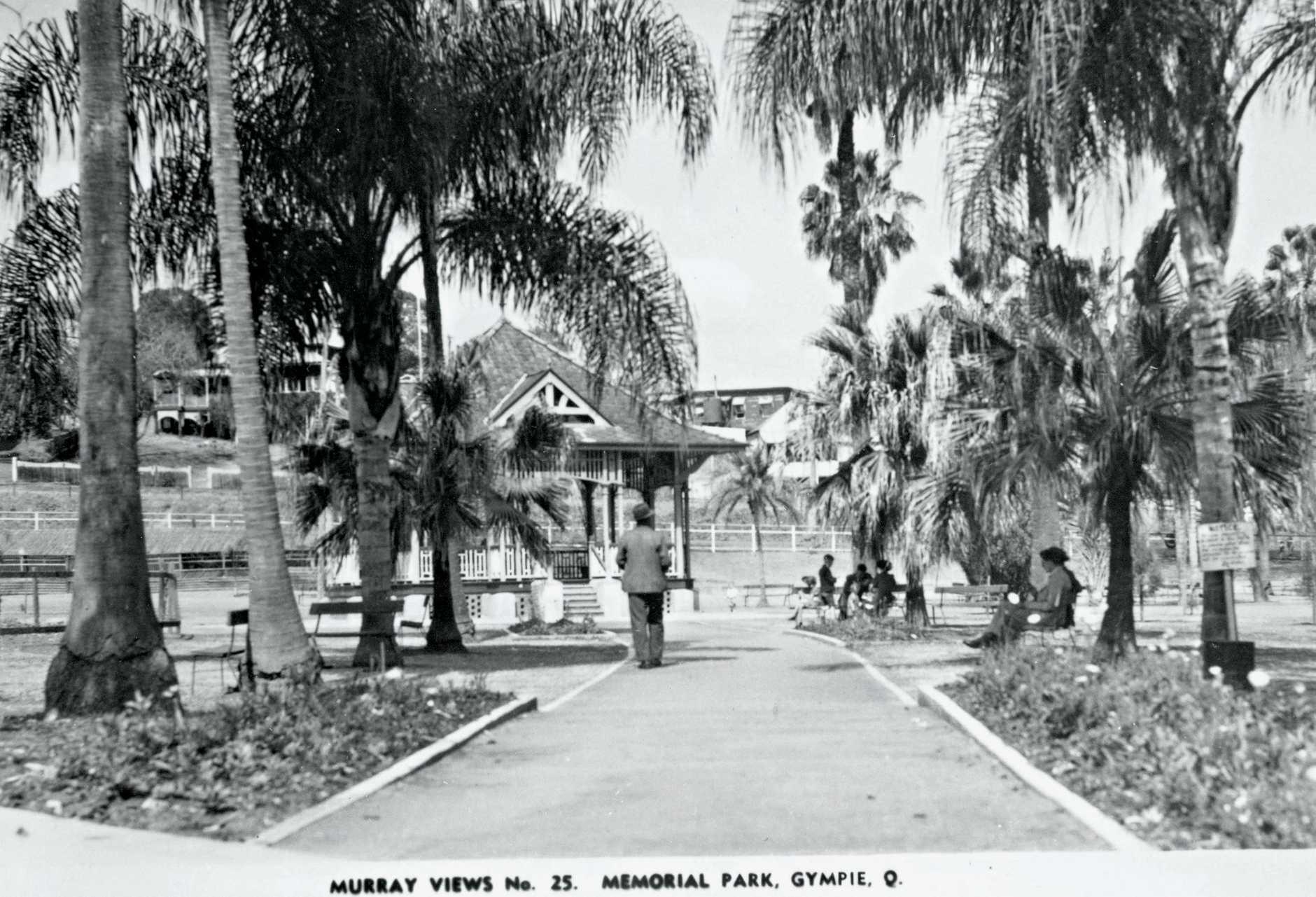 Memorial Park, Gympie Murray Views Postcard.Attribution: Gympie Regional Libraries