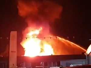 Massive fire engulfs Queensland building