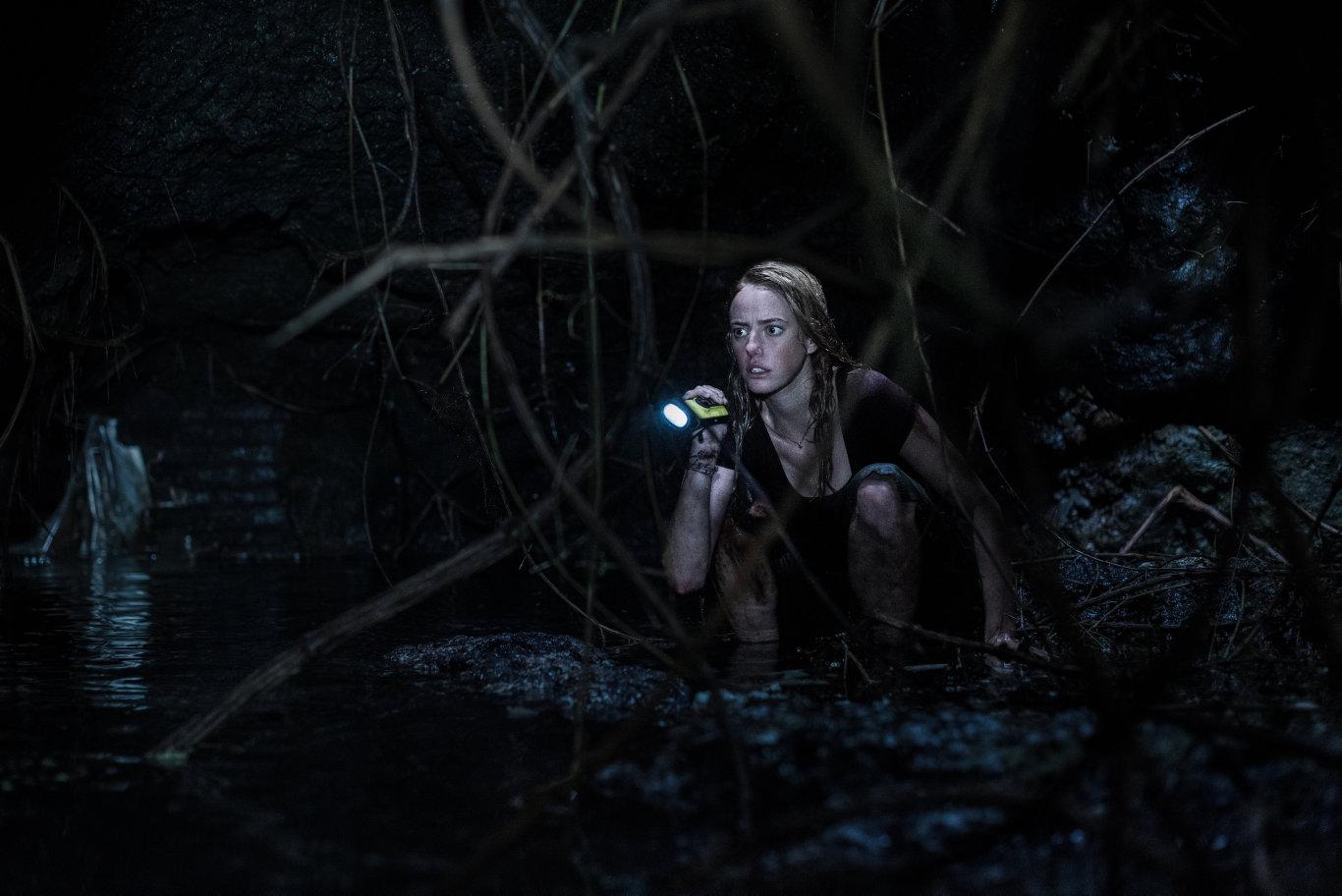 Kaya Scodelario in a scene from the movie Crawl.