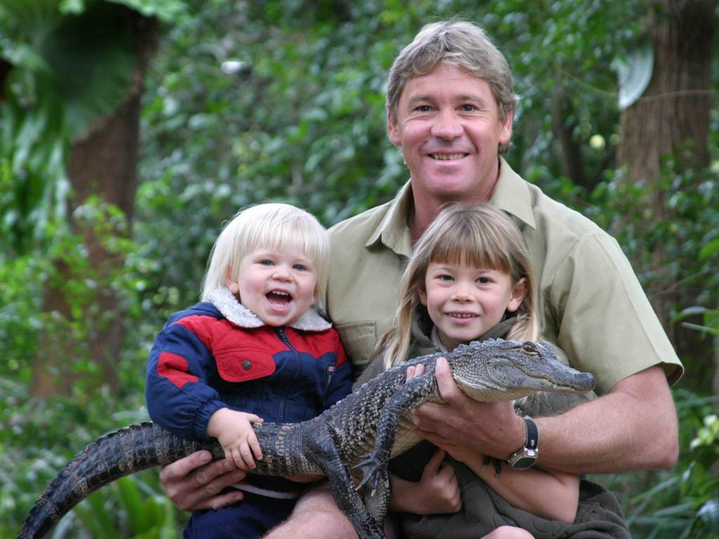 Bob, father Steve and Bindi Irwin with 3yr old alligator Russ at Australia Zoo in 2005.
