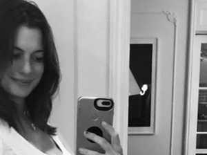 Oscar winner announces pregnancy with cute selfie