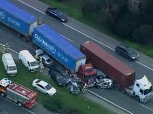 Monash Freeway closed inbound following dramatic smash