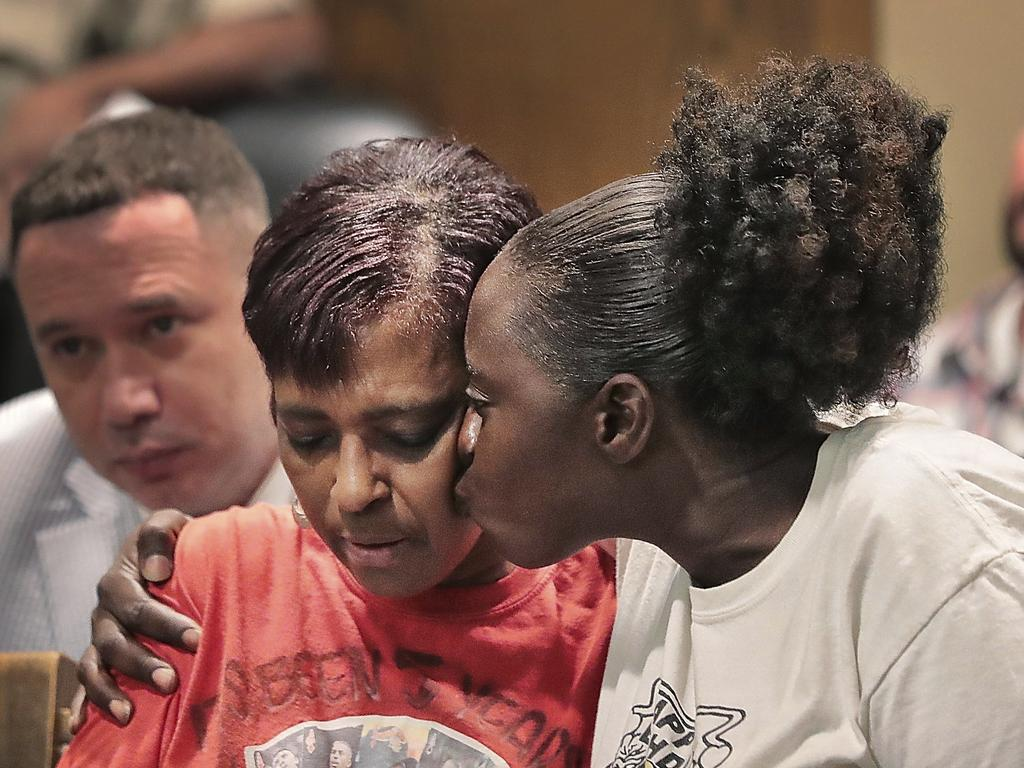 Deborah Marion, left, mother of slain Grizzlies player Lorenzen Wright.