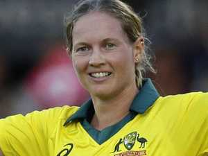 Lanning smashes record in T20 annihilation