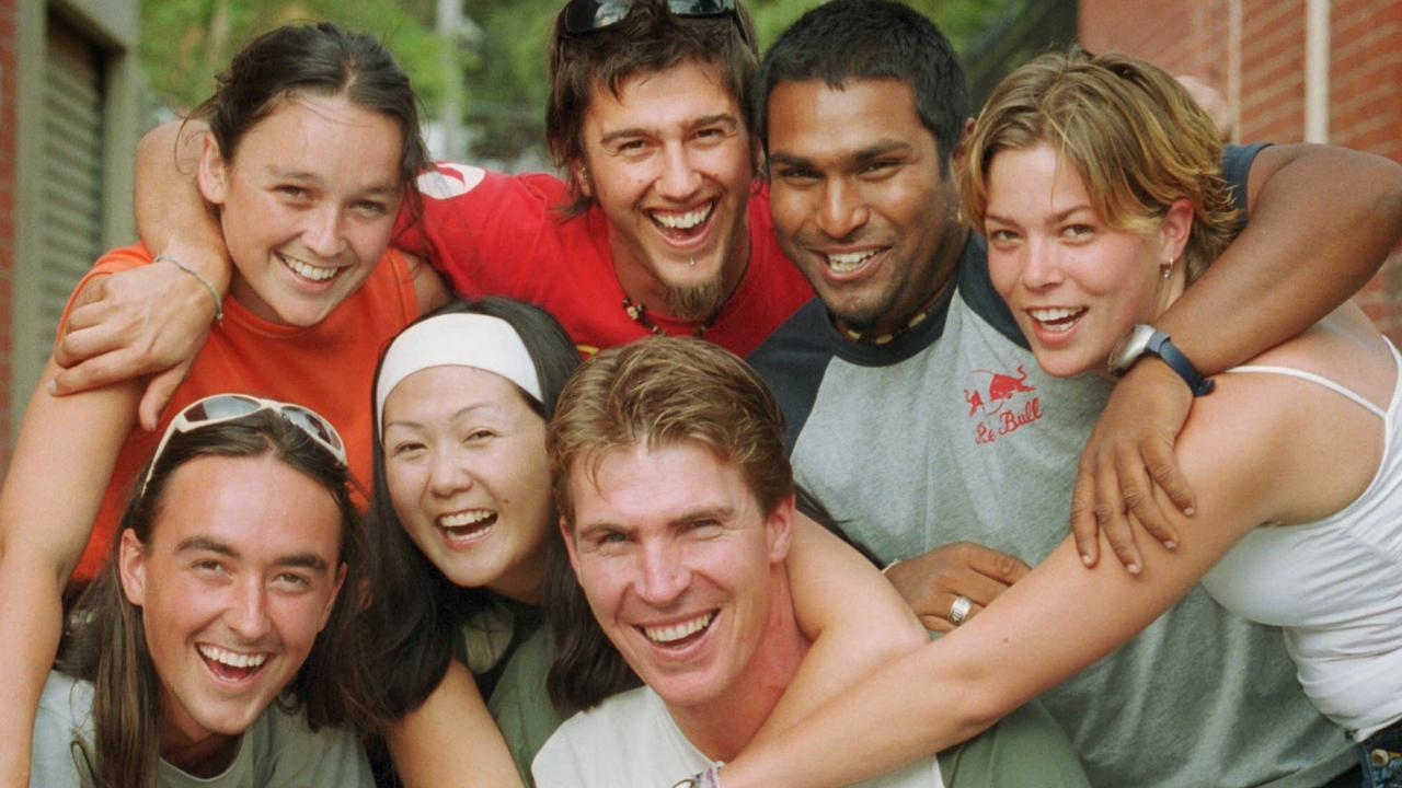 Jim Stynes with workers from his Reach Foundation in 2001.
