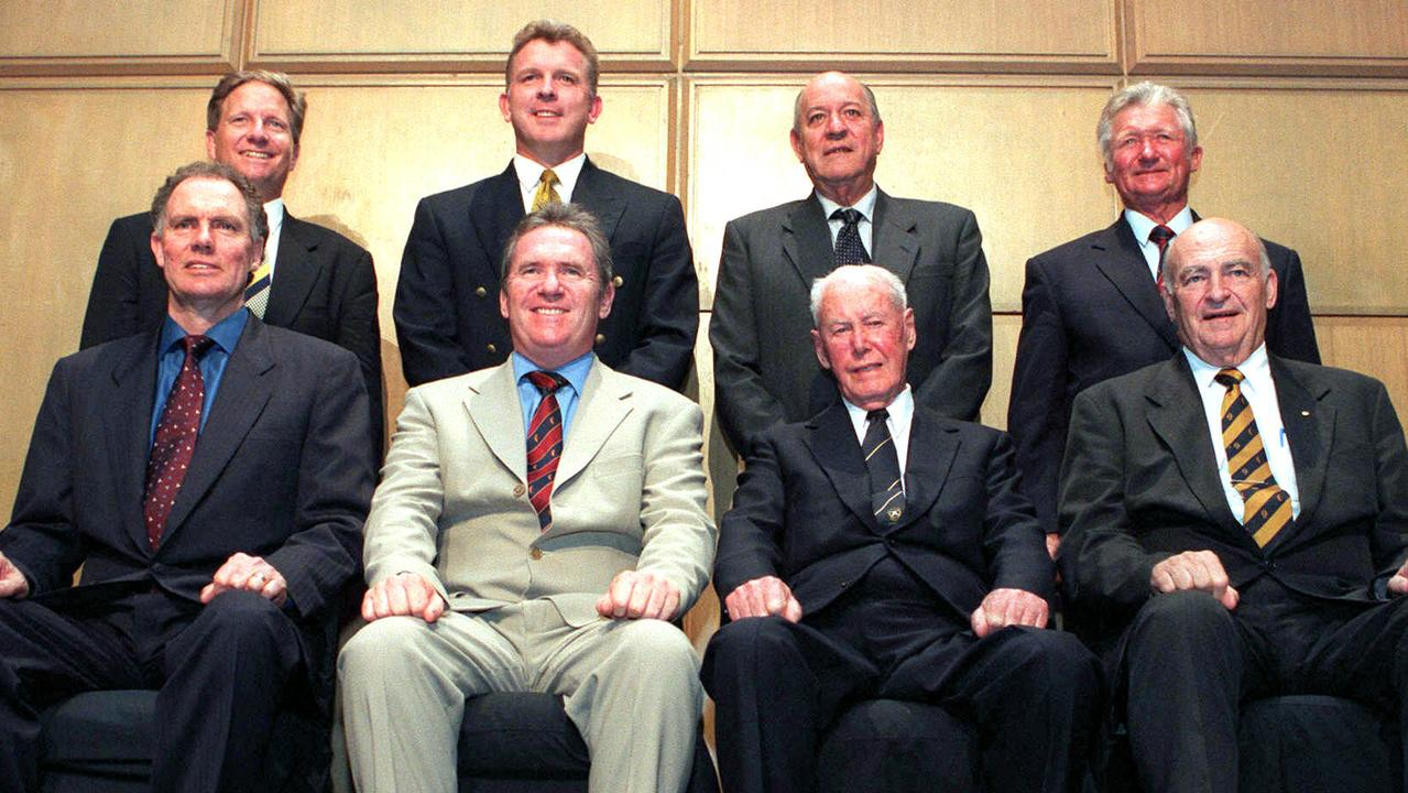 Trimble (back right) with fellow QLD team of the century members (front) Greg Chappell, Allan Border, Bill Brown, Peter Burge and (back) Ian Healy, Craig McDermott and Ron Archer in 2000.