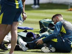 Warner sends injury scare through Aussie team
