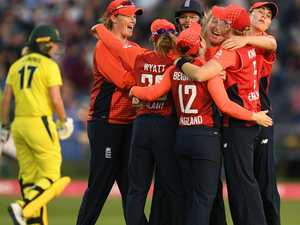 Perry shines but Aussies caught short in sweep bid