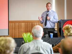 Senior economist reveals global trends at forum