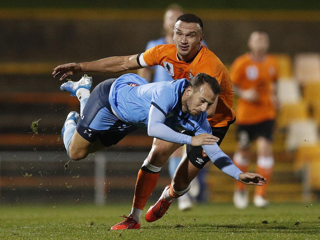 Adam Le Fondre of Sydney is tackled by Tom Aldred of the Roar. Picture: Mark Metcalfe/Getty Images