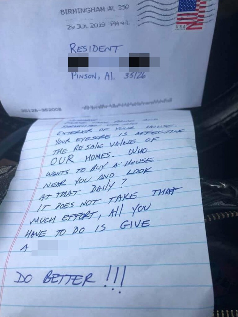 The note called on her to 'do better' and called out the state of her backyard. Picture: Facebook / Randa Ragland