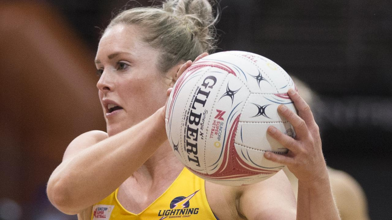 ON COURT: Laura Scherian of the Lightning at the Quaycentre in Sydney on Saturday. (PHOTO: AAP Image/Craig Golding.