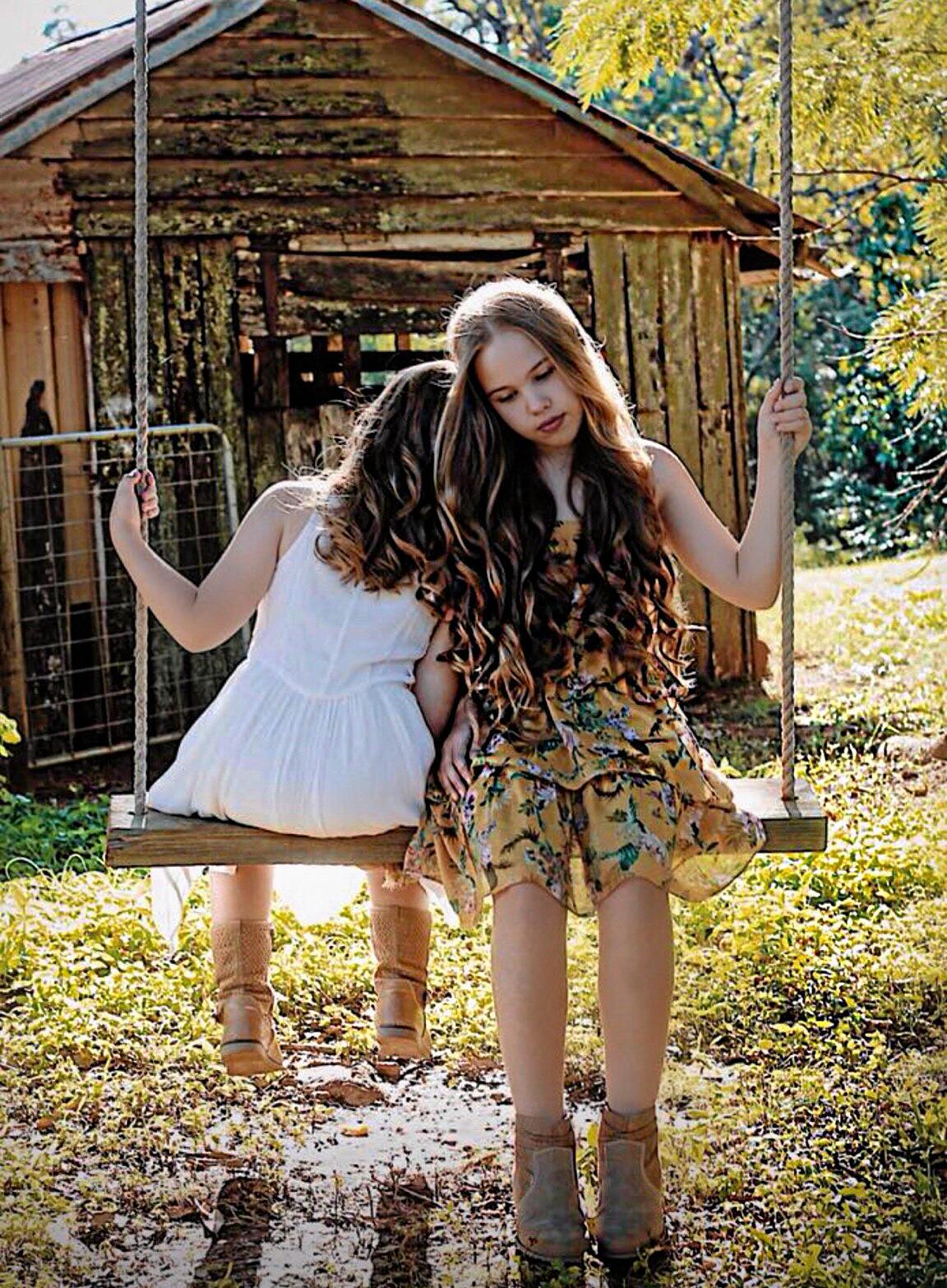 Ada and Chloe Kitzelman.