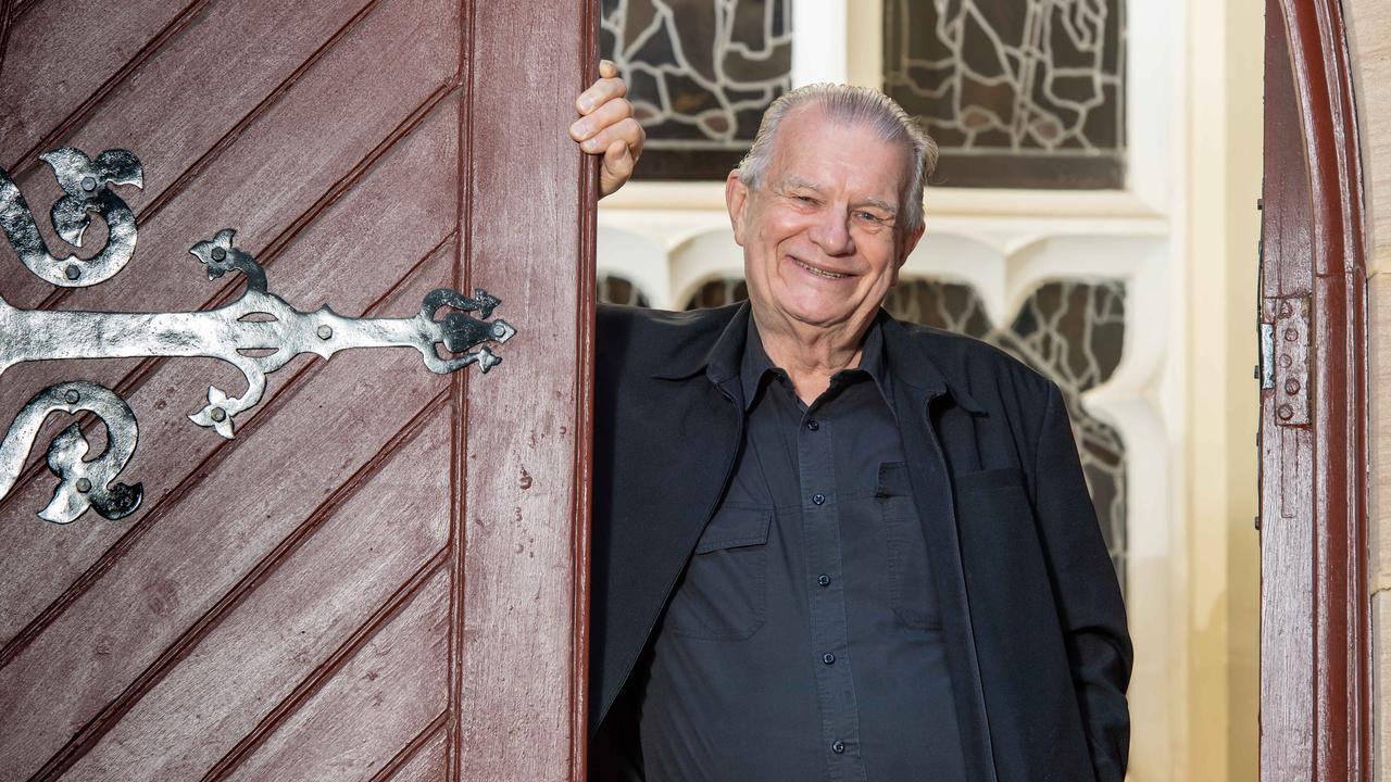 Red Crews' Exodus Foundation helps thousands of Sydneysiders in need each week. (AAP IMAGE MONIQUE HARMER)