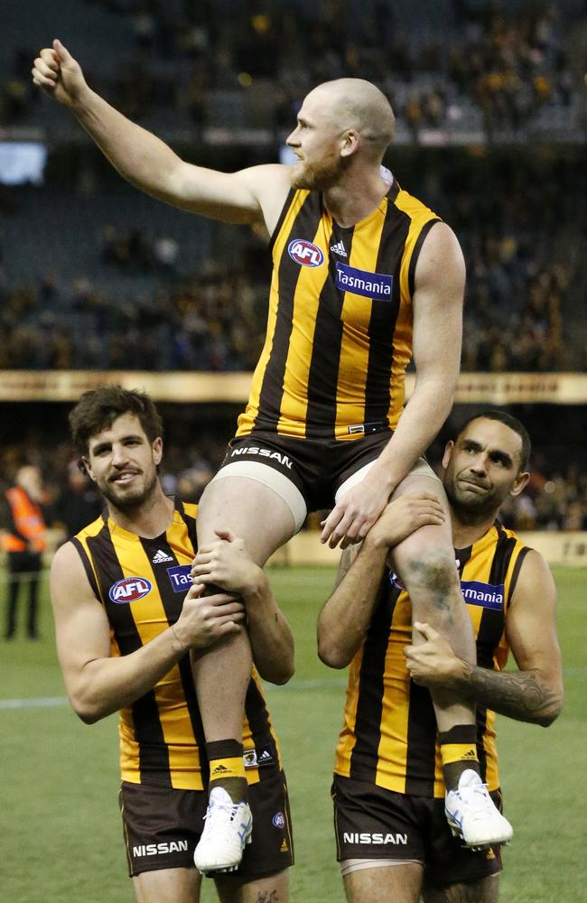 Jarryd Roughead of the Hawks is chaired off