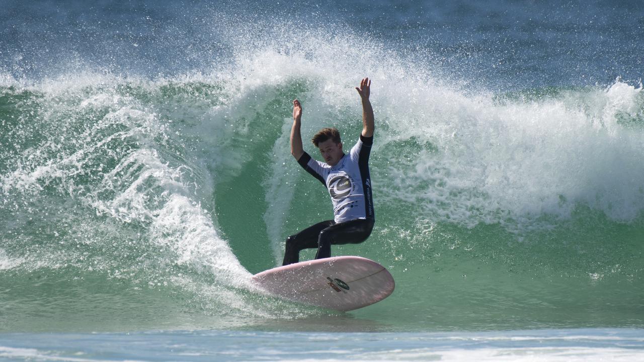SCULPTURE: Clinton Guest a remporté le titre de bûcheron australien. Image: Ethan Smith / Surfing Aust