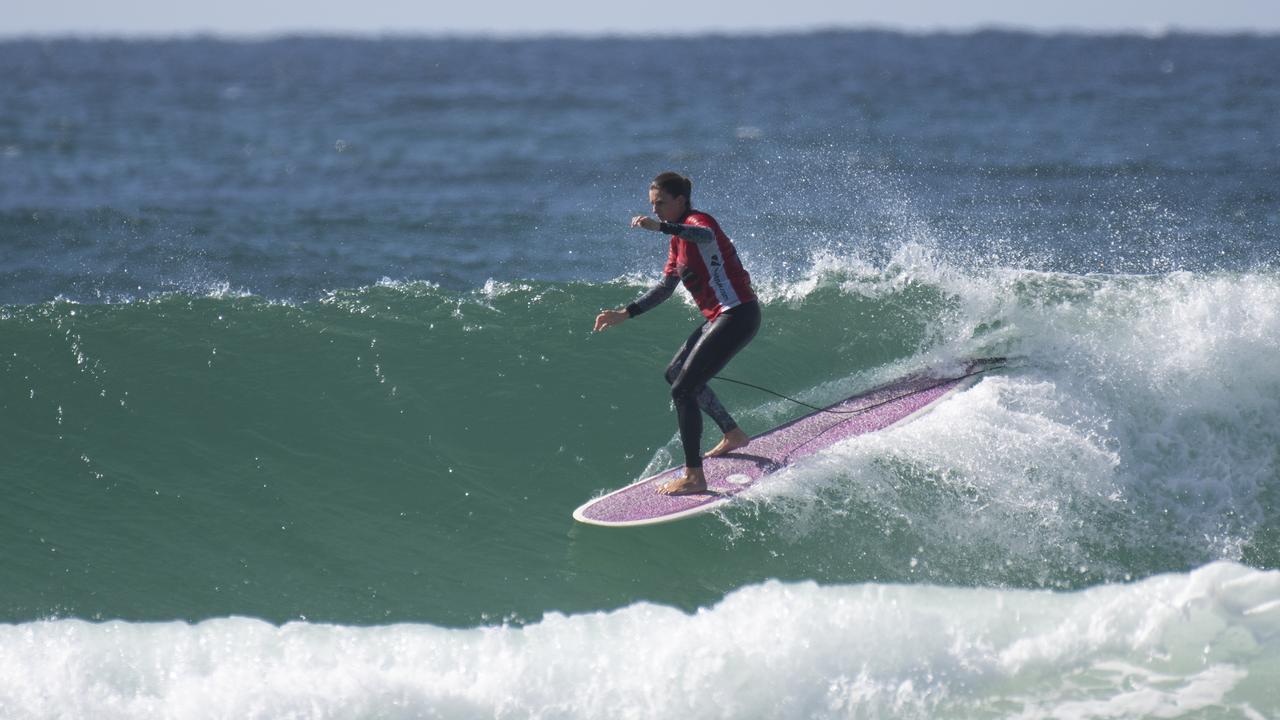 DEUXIÈME PLACE: Kathryn Hughes a terminé deuxième de la finale du longboard ouvert en Australie. Ethan Smith / Surfing Aust