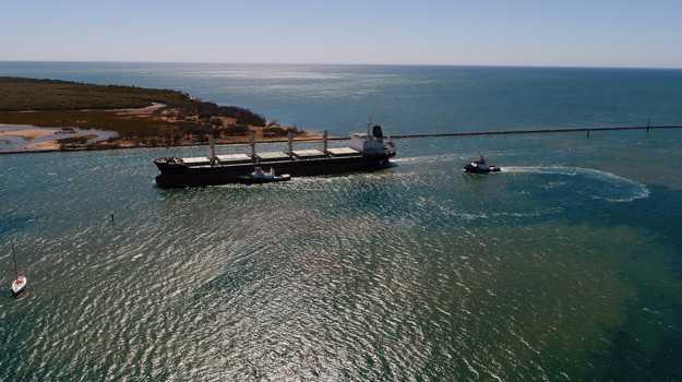 The bulk carrier Unico Sienna enters the port of Bundaberg.