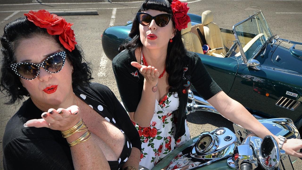 Pin Up girls Kathleen Ashworth and Renae