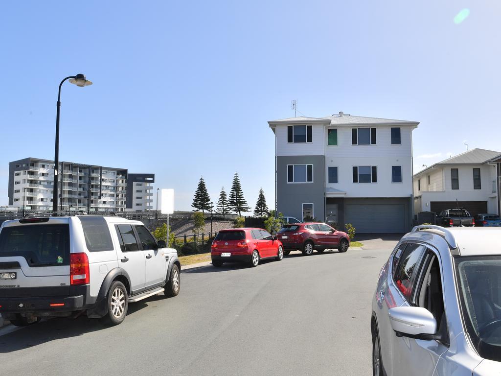 Cars line the narrow streets of Fortitude Place. Photo: John McCutcheon / Sunshine Coast Daily