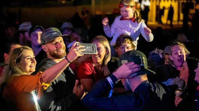 Record bar crowds, megastar's meet'n'greet cap off Muster