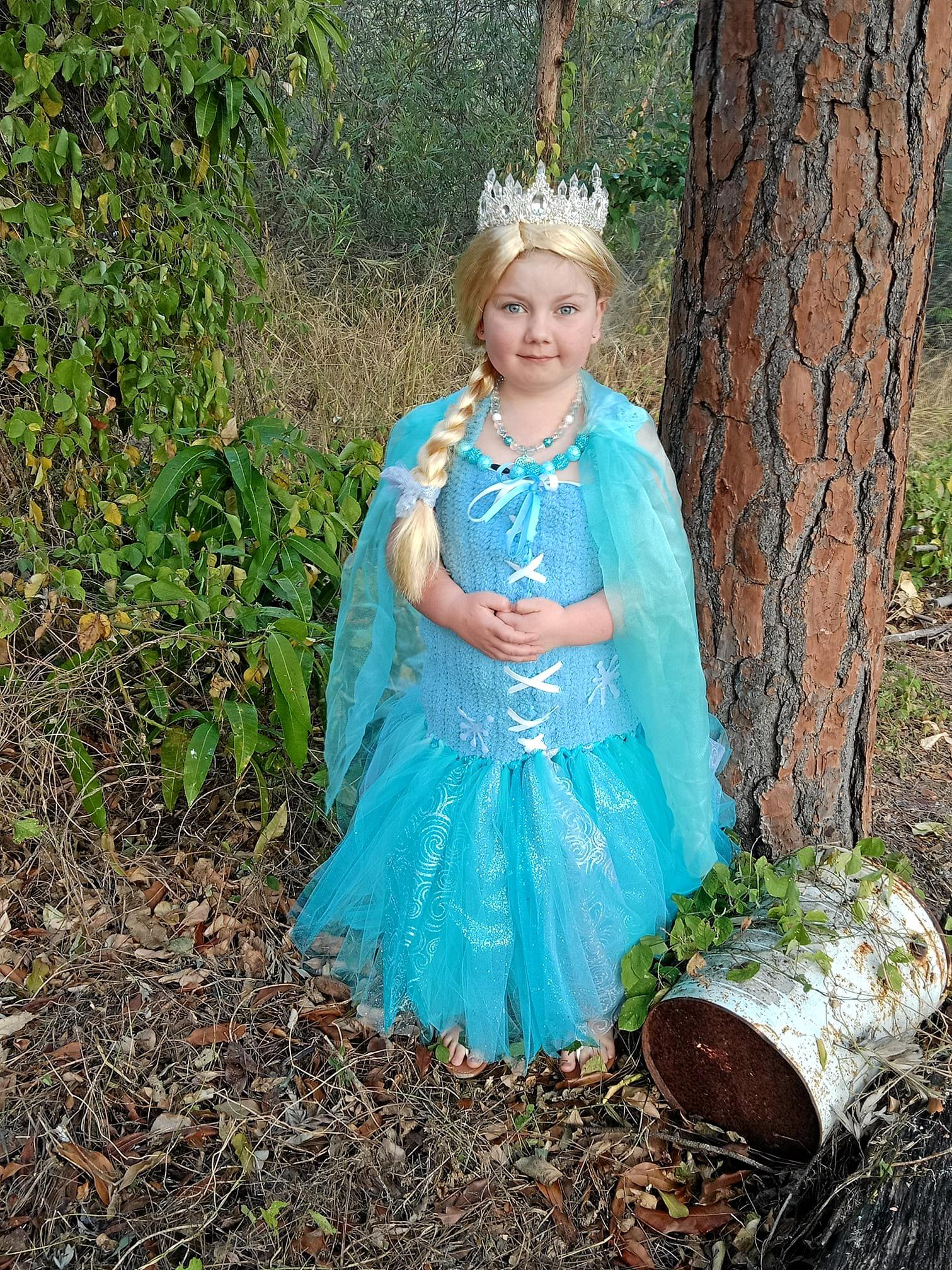 SOCIAL MEDIA IMAGE DISCUSS USE WITH YOUR EDITOR - Elissa as Elsa.