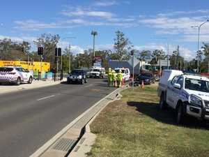 BREAKING: Car crashes into traffic light