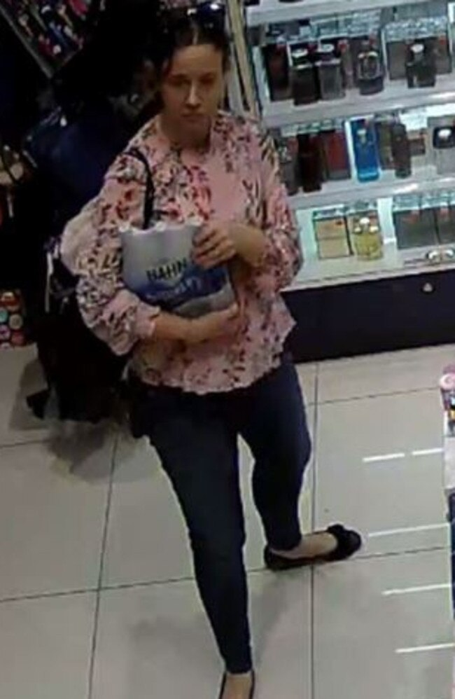 Do you recognise this woman? Reference: QP1901413325