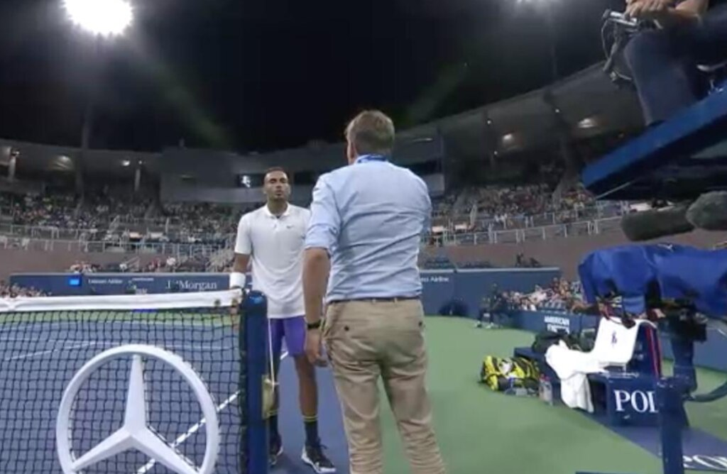Kyrgios talks to the match official.