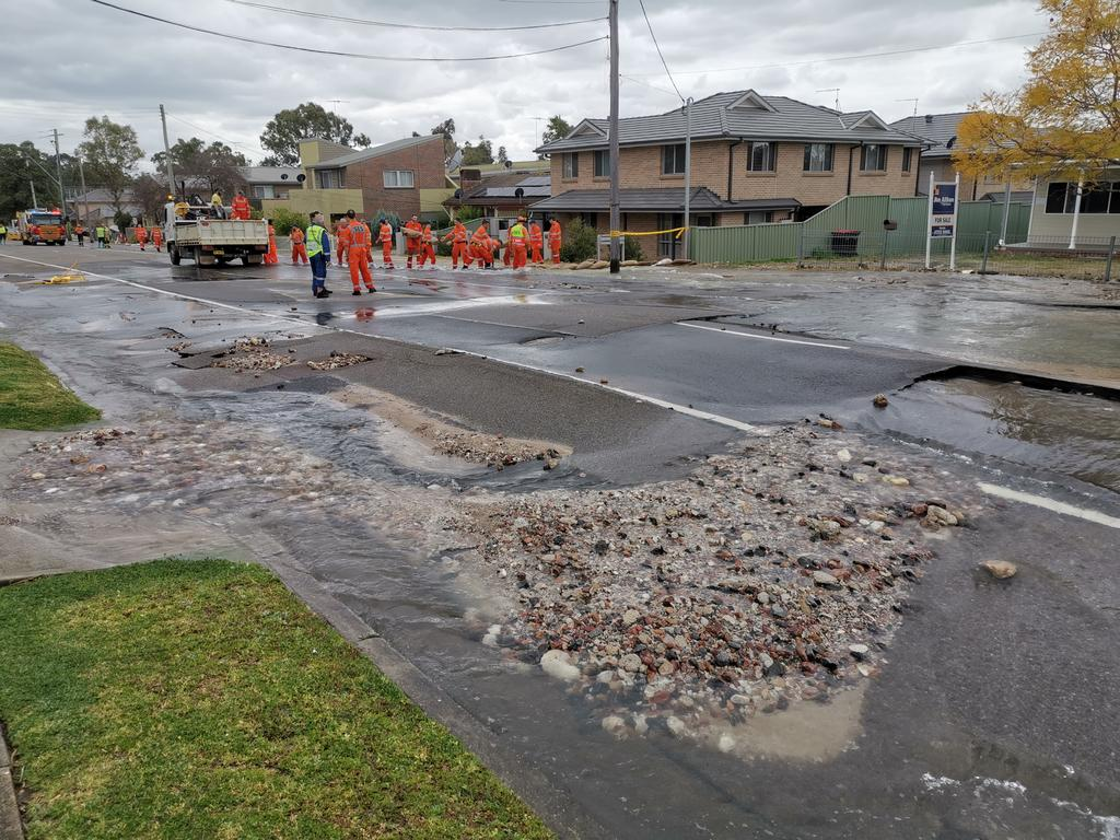 Chaos.... The scene in Bringelly Rd, Kingswood today. Picture Sam Ruttyn.