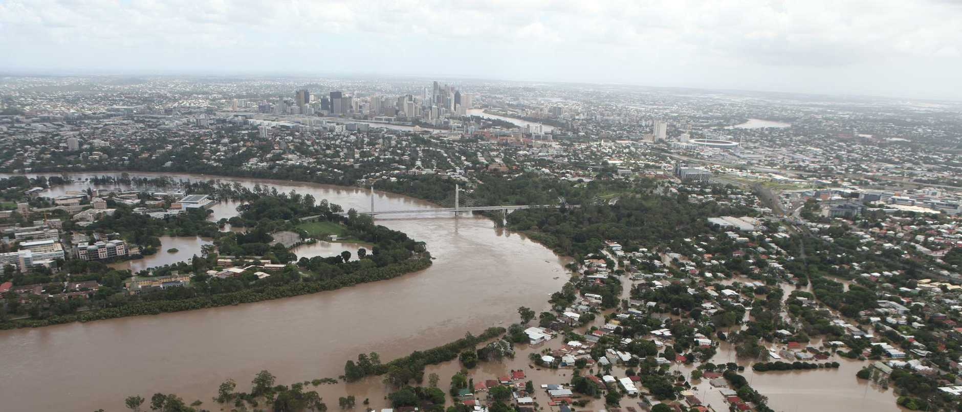 Q Weekend 13.01.11 Aerials of Brisbane Floods from Channel 9 Helicopter.