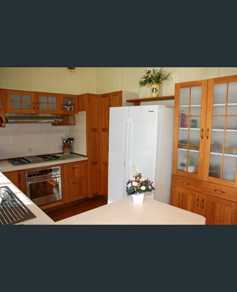 Inviting kitchen at 39 Grafton St, Warwick.