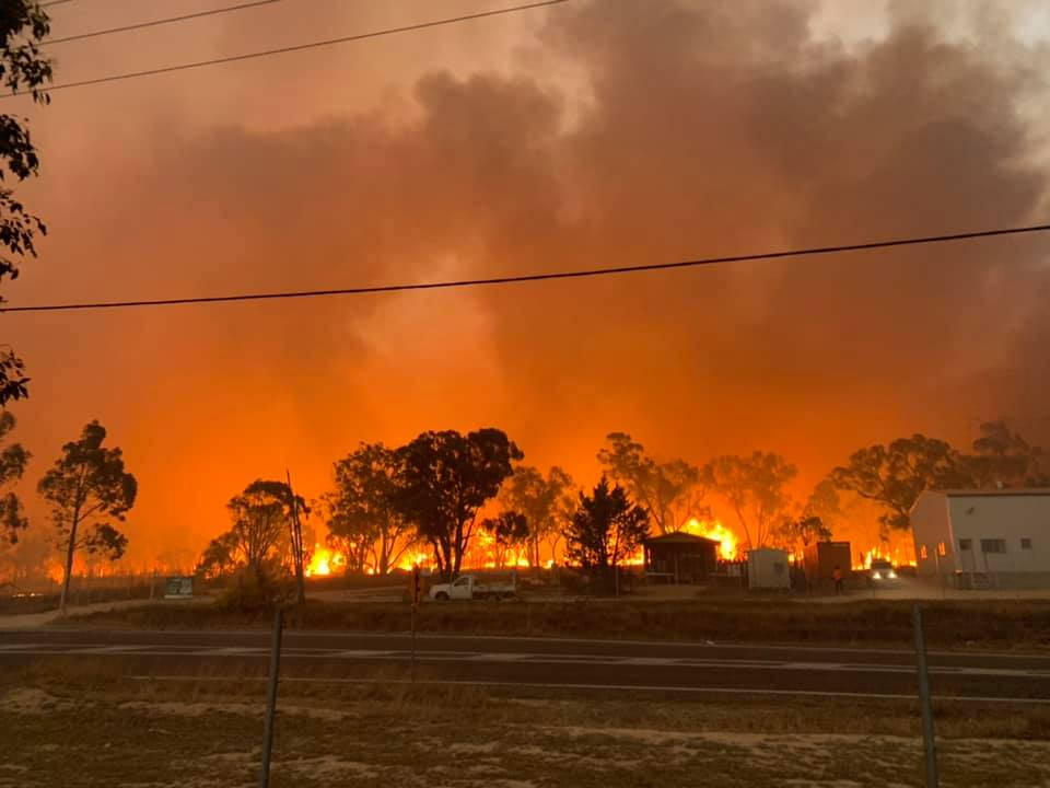 Thomas Day captured this image of the Stanthorpe fire.