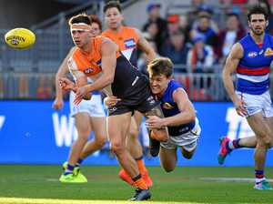 Giants smash Western Bulldogs in AFL elimination final