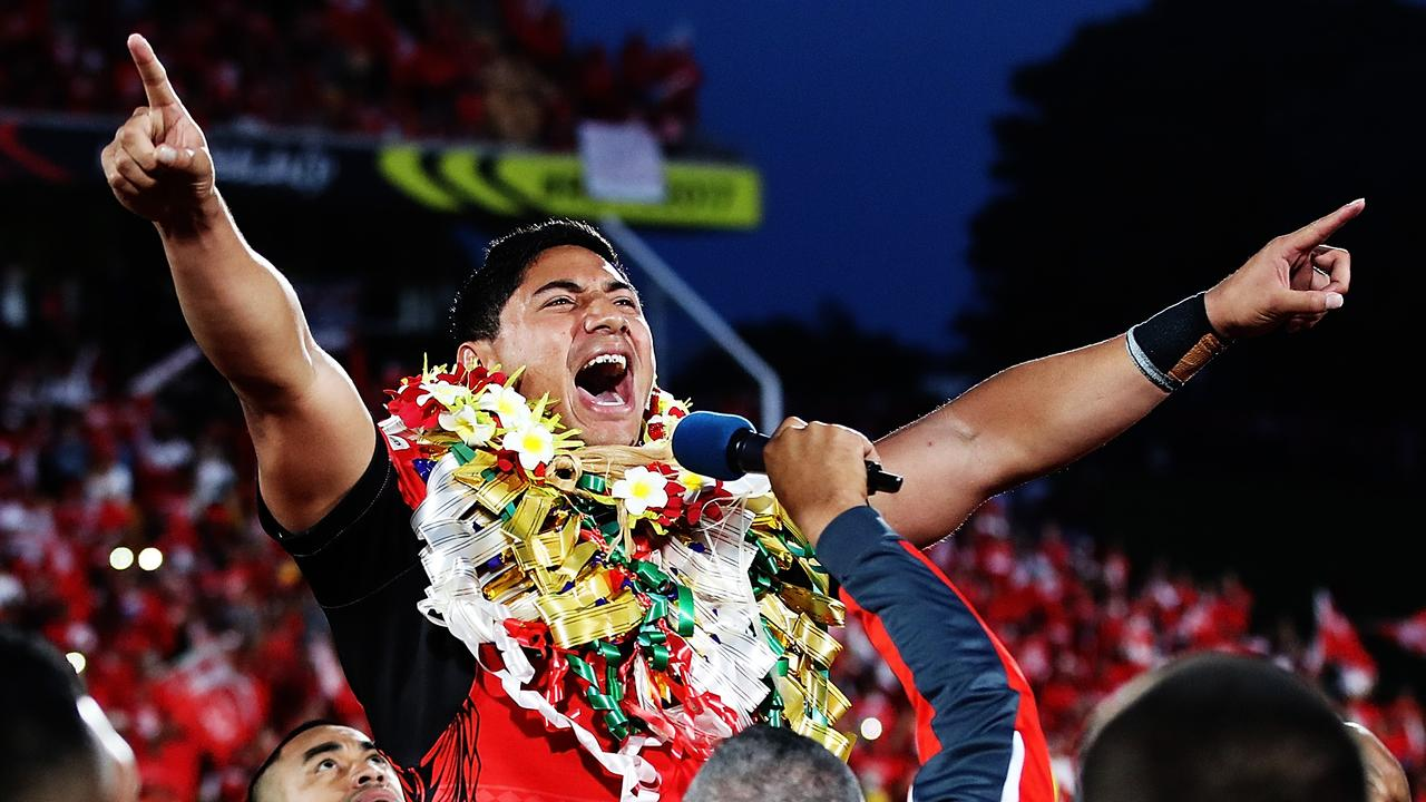 AUCKLAND, NEW ZEALAND — NOVEMBER 25: Jason Taumalolo of Tonga leads the Sipi Tau for the crowd after losing the 2017 Rugby League World Cup Semi Final match between Tonga and England at Mt Smart Stadium on November 25, 2017 in Auckland, New Zealand. (Photo by Hannah Peters/Getty Images)