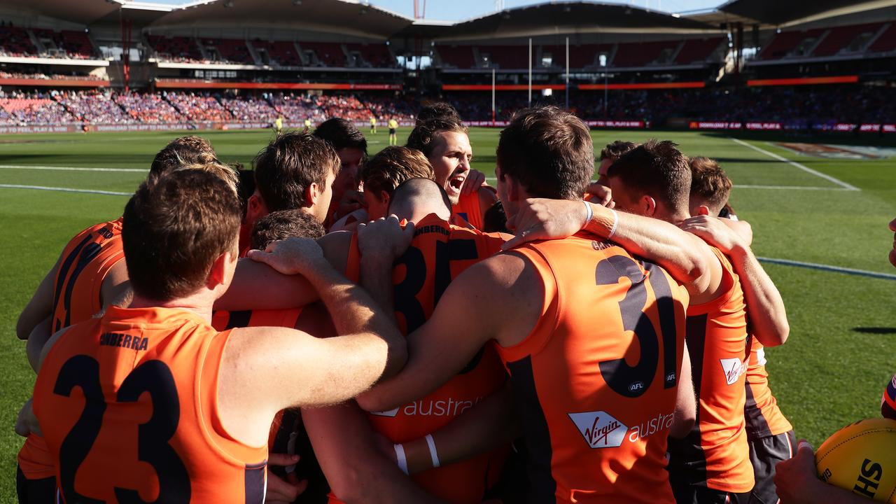 Phil Davis revs up the Giants before the Bulldogs clash. Pic: Getty Images